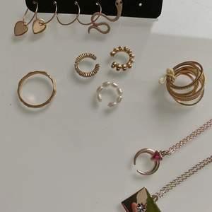 Massa smycken - pris står längst bak - frakt beror på hur mycket man köper. Minst 13kr