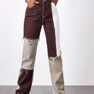 Säljer dessa asballa jeans som tyvärr inte passar mig längre:( Storlek L men sitter mer som M😇