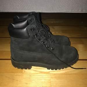 Timberland boots i strl 38. Sparsamt använda. Inga skavanker.