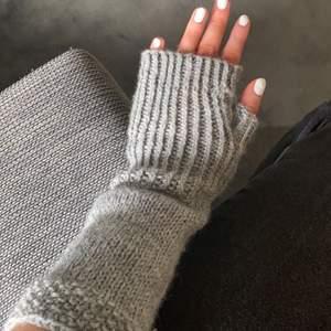 säljer egenstickade handledsvärmare!! får många komplimanger när jag har dom💞💞