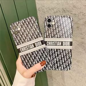 Säljer dessa helt nya skal som passar iPhone 11. Säljes för 250kr STYCK. Frakt går oftast på 9 eller 18kr beroende på vikt (frimärken)!! Obs: Kopia‼️ har flera skal till salu.