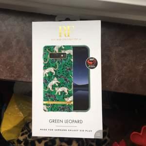 Helt nytt grönt skal med leoparder från Richmond & Finch till Samsung Galaxy S10 Plus. Original pris 349 kr. Frakten ingår inte