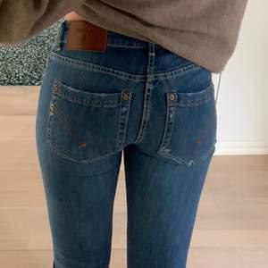 Säljer mina dondup jeans som jag använt endast 1 gång, jeansen är som i nyskick:)  storleken är 26 och i modellen monroe.
