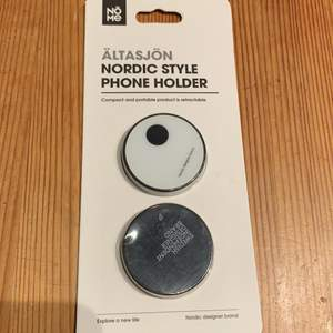 Oöppnad förpackning med två ringar till telefonen.
