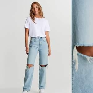 Mom jeans i strl S, använda 2-3 gånger. Säljer pga för små och inte min stil längre.