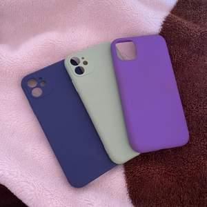 3 stycken olik färgade iPhone 11 skal. Aldrig använda!! Pris för ett skal: 20 kr+frakt, om man vill köpa alla får man alla för 50kr+frakt.