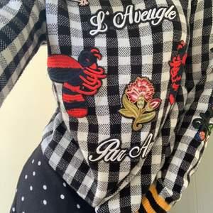 superskön tröja från gucci. suuuuperbra kvalitet. den är i mäns storlek L, men skulle säga att den är xs-m