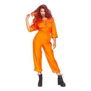Säljer två stycken skrik orangea fångdräkter som inte kommit till användning. Passar perfekt nu till studenten. Helt oanvända och väldigt bra skick. Stängs med knappar på framsidan, tryck på ryggen och vid bröstet. ONE SIZE.  Resår i midjan. 300kr styck🤍