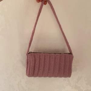 Rosa väska jag fick i present av en kompis som sytt själv, används ej så säljs nu, jättefint skick