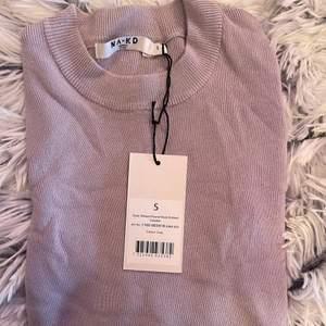 Säljer en helt ny tröja från NA-KD i strl S