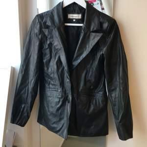 Perfekta vintage jackan! Så fin till våren! Frakt 89 kr