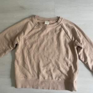 Ljusrosa Sweatshirt från HM. Storlek S. Pris 100kr. Använd fåtal gånger