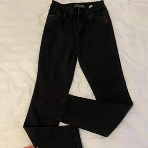 Svarta jeans köpta från chiquelle endast en gång använda i storlek 40 passar en M/L stretch!