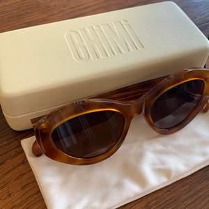 Superfina glasögon från Chimi eyewear i samarbete med Elsa Hosk. Använda ett fåtal gånger så de är i gott skick! Nypris: 1100 kronor, säljer för 700 kronor. 🧡🧡