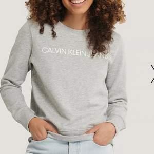 Calvin Klein tröja, köpt på NA-KD✨ I mycket bra skick och skönt material