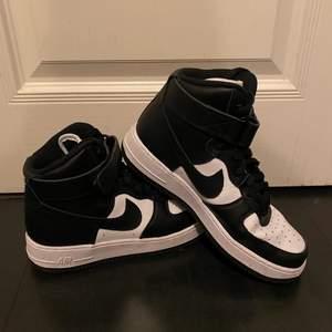 Säljer mina nästan helt oanvända Nike skor av andledningen att jag inte använder dem så mycket. Budgivning vid flera intresserade⚡️💗 pris kan diskuteras