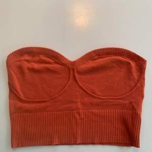 Trendig orange topp köpt från zalando. I stolek L men passar mig som har M❤️