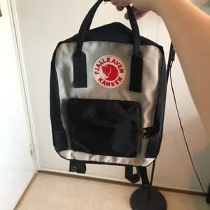 Säljer nu min knappt använda kånken ryggsäck då den inte kommer till användning! Köpte den för några månader sen och har använt den max 3-4 gånger! Säljer den för 450kr! 🧡✨ Pris kan diskuteras vid snabb affär! Kolla gärna också mina andra annonser!