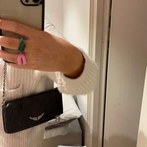 Säljer min zadig väska, dustbag medföljer🤩 I toppenskick, båda banden finns samt tagg som visar att den är äkta!