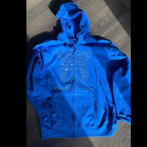 Intressekoll på min fina blåa rhinestone Hoodie. Säljer endast vid bra pris. Köpt på Instagram 💙