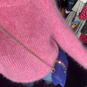 Fluffigaste finaste tröjan från hm, materialet är mohair och den är så fin!!! Säljes då jag råkat köpa två❤️ strl M 420kr