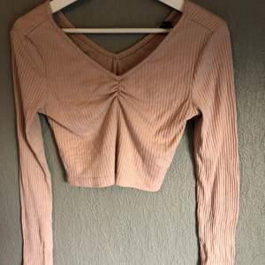 Säljer min tröja då den inte kommer till användning💕 (köparen står för frakten)