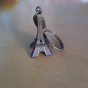 Brons Nyckelknippa i form av Eiffeltornet med