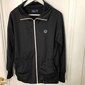 Track från Fred Perry