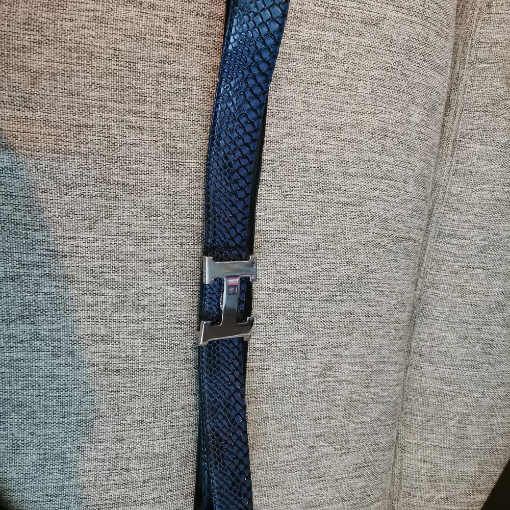 Bälte i riktigt läder, hermes kopia. 105cm långt. . Accessoarer.