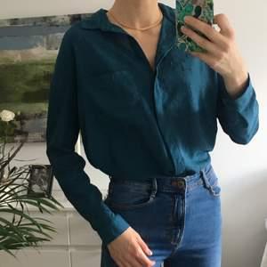 I fint skick 🪐 Grön skjorta med mönster 🪐