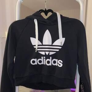 Adidas magtröja med luva använd ett fåtal gånger pris kan diskuteras:)