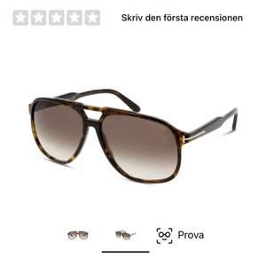 Säljer ett par Tom Ford solglasögon då dom inte används. Köpta för ca 1år sen, bra skick.       Nypris 3898kr medföljer endast glasögon