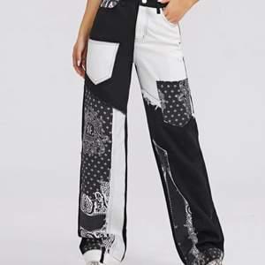 Säljer dessa Jeans från SHEIN pga fel storlek. Endast provade. Inköpspriset var 299kr