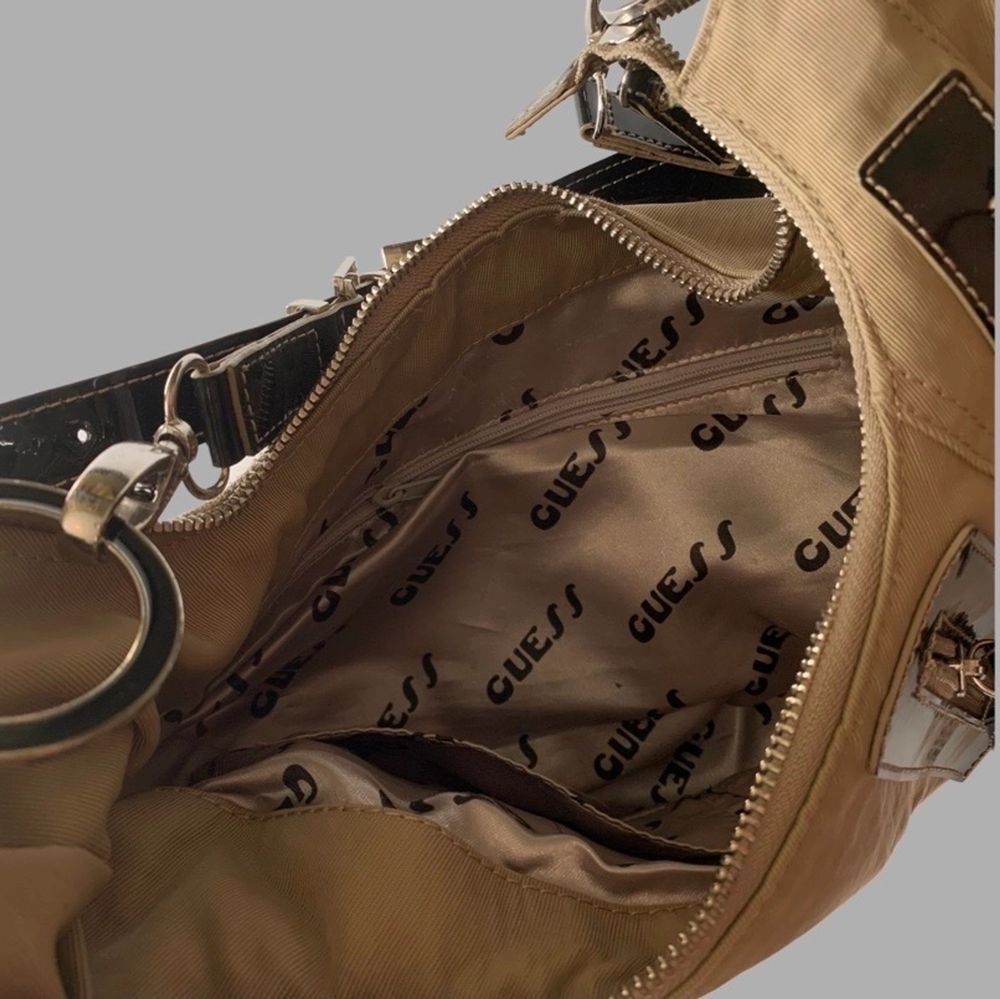 Snyggaste guess väskan, säljer nu i sommar för ett lite lägre pris. . Väskor.