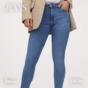 Blå jeans från H&M 💕 Jag är 173cm. Knappt använda!
