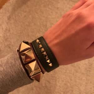 Armband i mörkgrönt från Edblad, liknar valentinoarmbanden lite!💗