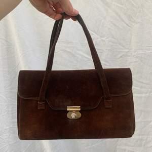 Super fin vintage väska i bra kvalitet! Dm för frågor och mer info finns i bion. Checka även in mina andra annonser och sammfraktar mer än gärna🌸🌷