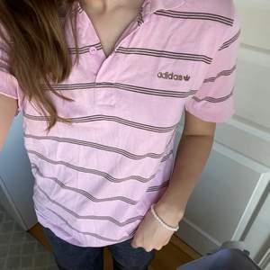 Adidas tröja, äkta! Fint skick💘 Budgivning om flera är intresserade💜