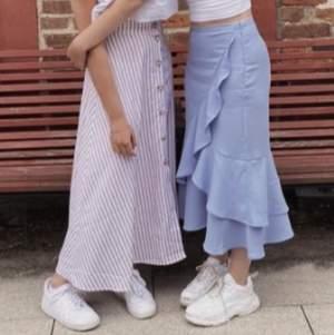 Säljer denna jättefina kjolen då den tyvärr inte kommer till användning, perfekt till sommaren! 💗 endast använd 2 gånger så den är som ny! (första bilden är min och andra bilden från Na-kd hemsida). Frakten ingår inte i priset (44kr) ☺️