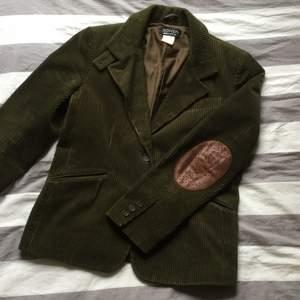 Grön manchesters kavaj💚 vintage från sonia rykiel, made in France, 100%cotton storlek 42. Säljer för 400+frakt