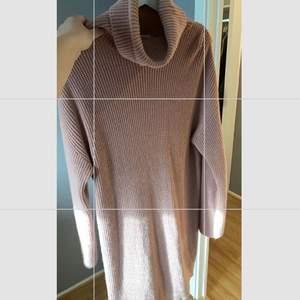 Stickad klänning från misslisibells kollektion🌸