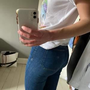Bootcut jeans i bra skick endast använda ett fåtal gånger. Väldigt stretchiga och bekväma!