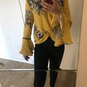Tröja från vera Moda i storlek M, tyvärr inte min storlek eller stil så säljer den, bara provad inte använd 15+ frakt 24kr
