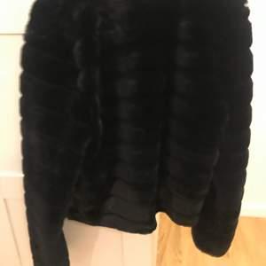 Fin päls jacka från Gina tricot använt en gång