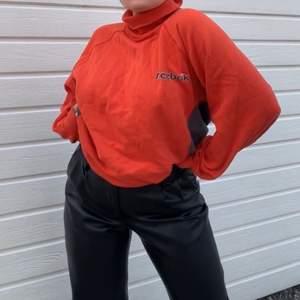 Old school sweatshirt från Reebok , oversized , jätte mysig å skön ! Kan möta sipp eller frakta ❤️