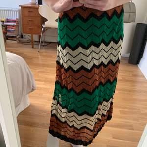 Säljer min glittriga kjol från Second Female då den inte kommer till användning. Använd en gång. Storlek S. 150kr eller högsta bud. Kan mötas upp i Gbg eller skicka. Då står köparen för frakt 🌼