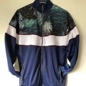 En oanvänd men provad track jacket från Asos