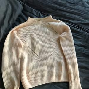 Peach färgad stickad tröja från Myhailys, använd en gång