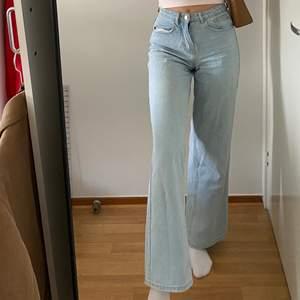 Snygga jeans från missguided! Sparsamt använda då de är lite för små för mig. Köpare står för frakten. Skriv för fler bilder! 💗