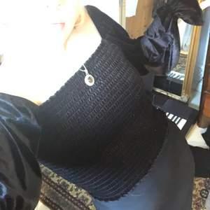 Snygg svart tröja från monki !